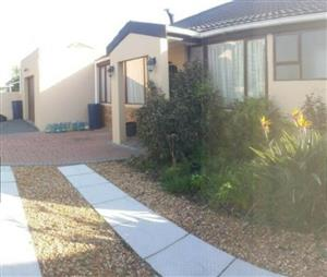 Goodwood: Very close to N1-City Mall, House + 2Flats/4 Bathrooms, Tandem Garage/3Car Driveways/Schools