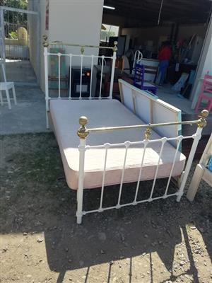 Single mattress and frame