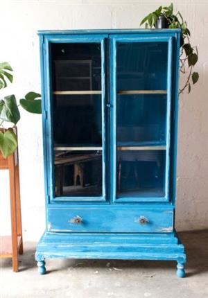 French country style 2 door distressed look display cabinet