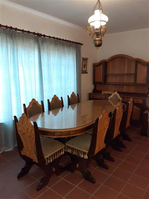 8 Seater Dining room set + Cabinet