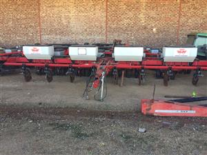 Massey Ferguson 555 TSB 8 Row Planter