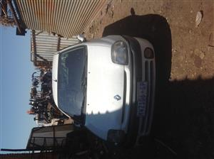 Stripping Renault Clio 2001 for Spares