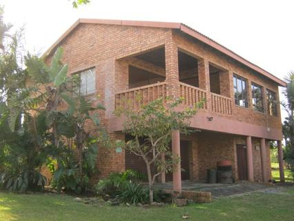 2 Bedroom House with 1 Bedroom Flatlet for sale in Port Edward