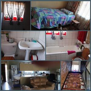 Room to let in a 2 bedroom duplex garden cottage in Garsfontein Pretoria