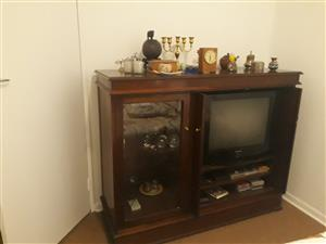ENTERTAINMENT T.V & STEREO UNIT IN SOLID MAHOGANY