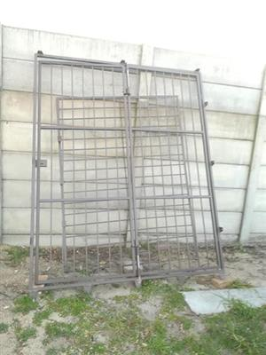Galvenised Safety Gate With keys
