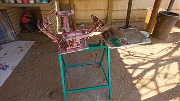 4 Color 1 Station Screen Printing Press with Screens
