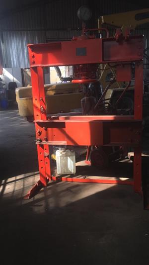 Hydraulic press in South Africa | Junk Mail