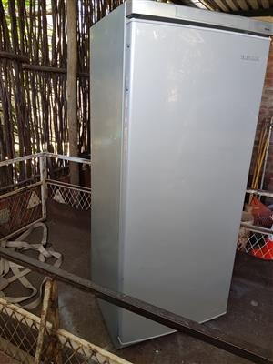 Metallic grey Telefunken 270 liter fridge (ONLY fridge NO freezer) in good condition and working 100% for sale - R1295 cash if you collect.  I CAN DELIVER for R200.  Whatsapp , sms or call Pierre on 082,578,4861.