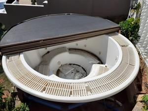 10 Seater Jacuzzi for sale