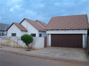 STUNNING TOWNHOUSE IN CLARINA PRETORIA NORTH