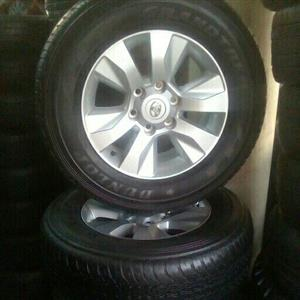 Toyota hilux rims and tyre with caps x