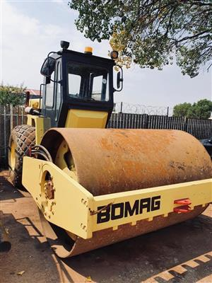 Bomag BW 212D 12 ton smooth vibrating roller