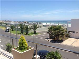Guest house only 1 street from beach front/Melkbosstrand