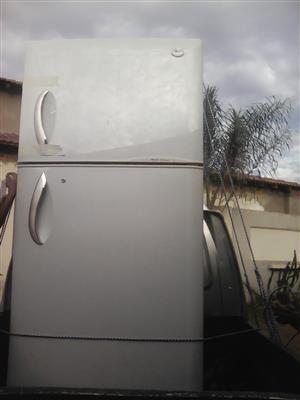 LG fridge freezer R2000