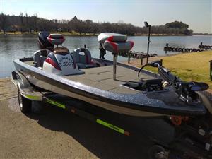 Bass Boat Crackleback 500