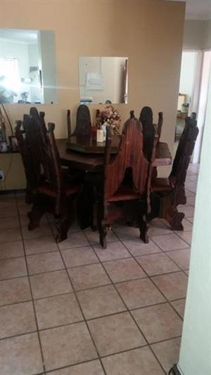 Dinner table/dining room table