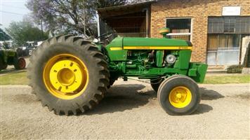 Green John Deere 2140 61kW/80Hp 2x4