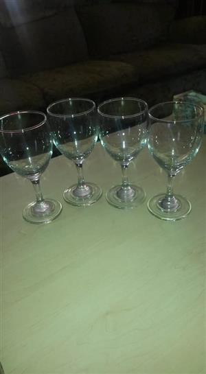 4 Wyn glas stel te koop