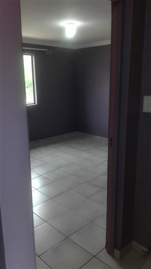 Spacious backroom room to rent