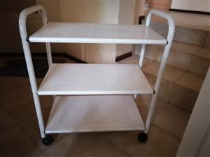 SERVING TROLLEY ON WHEELS