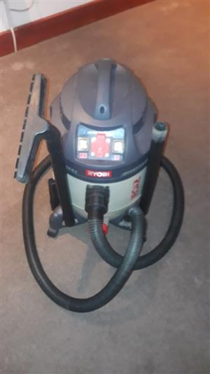 RYOBI WET AND DRY VC-35A vacuum cleaner. Very good condition. (Retails at R3,000 new).