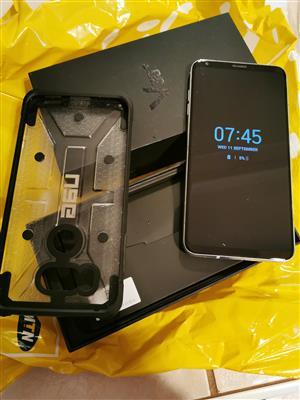 LGV 30 + Thin Mobile phone - R3500