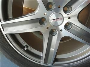 17 Inch alloy rim and tyre