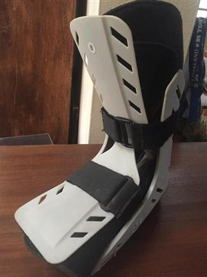 "Medac ""Moonboot"" Foam / Gel medical boot - Size Small/medium"