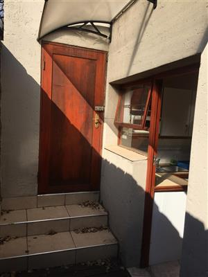 Charming garden cottage in very secure area Boskruin Ext 5
