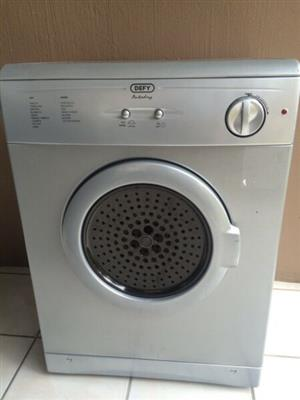 Defy 5Kg Silver Tumble Dryer (Immaculate Condition)  R 1,499