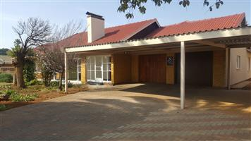 Ultra Spacious 4 Bedroom Duet House - FOR RENT - Fichardtpark Bloemfontein - pre-paid electricity- Water included