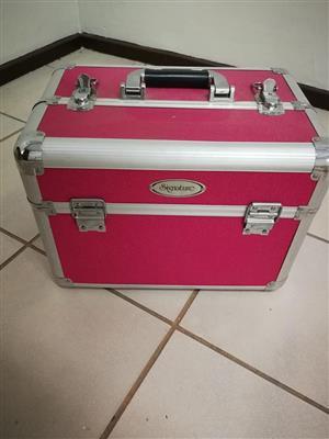 1 x pink makeup case