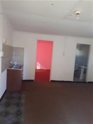 EVANDER SPACIOUS OPEN PLAN OUT FLAT FOR  RENT