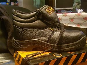 Safety boots -Steel tipped boots for sale quantity available