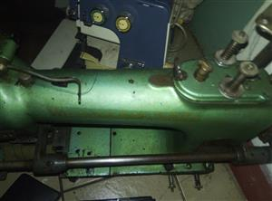 1 X Wilcox and Gibbs industrial model 994 - elasticator 4 needle machine