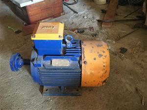 Fenner 11 kw 3 phase motor