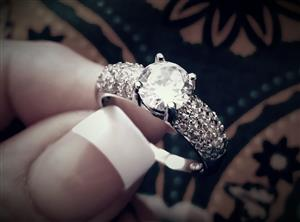 SUPREB! 925 Sliver Ring with 35 Simulated Diamonds Size 8