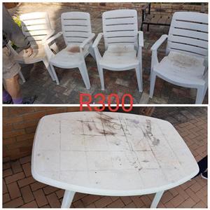 Plastiek tafel + 4 stoele