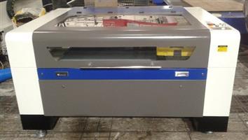 1300 mm X 900 mm Laser Cutters 100 Watt Laser Tube