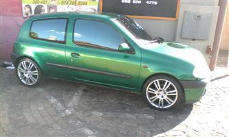 2002 Renault Clio 1.6 Dynamique 3 door