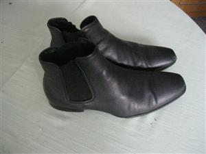 COUNTRY ROAD Gusset Chelsea Boot (Size 7)