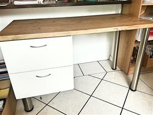 Desk - modern - excellent condition