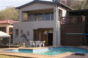 House with flat for sale R208 0000 in Rietfontein