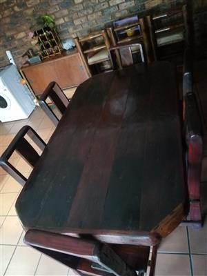 For sale Sleeper diningroom table and six chairs