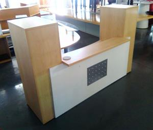 Straight reception counter with pedestal and credenza