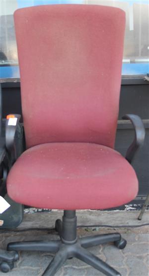 S034489B Red office chair #Rosettenvillepawnshop