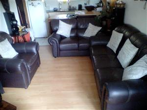BROWN LEATHER LOUNGE SET