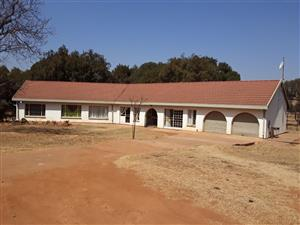 Hartbeespoortda,. Broederstroom. Spacious 3 bedroom house to let. Only R 7500 pm.