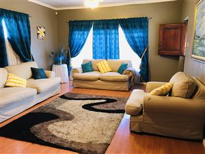 Spacious house located in Klipkop Parowvalley !
